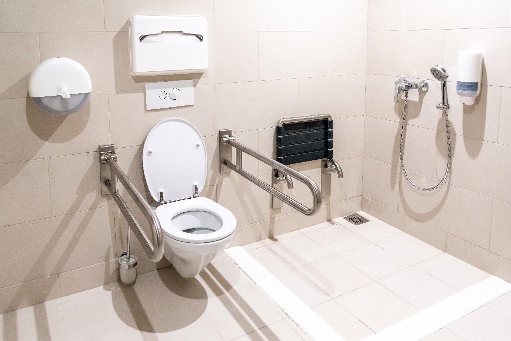 salles d'eau adaptées au handicap et à la perte de mobilité à Paris 15e | Aux Bâtisseurs Parisiens