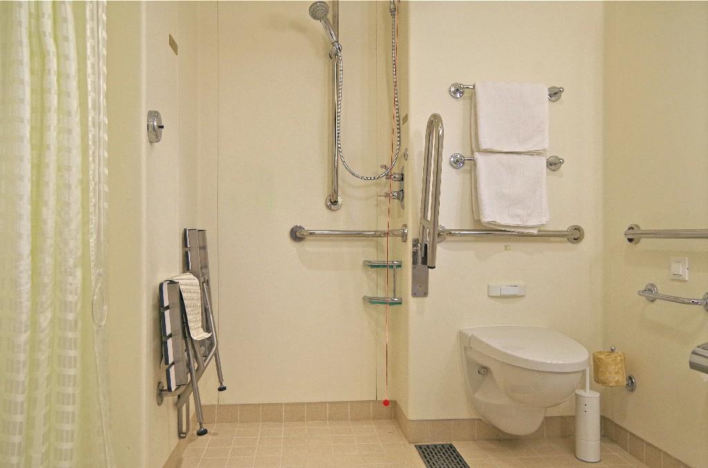 Le règlement concernant l'installation de cabine de douche PMR à Paris 15e | Aux Bâtisseurs Parisiens