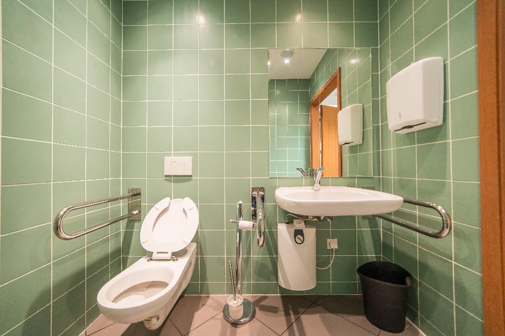 Les éléments essentiels de la salle de bain PMR à Paris 15e | Aux Bâtisseurs Parisiens