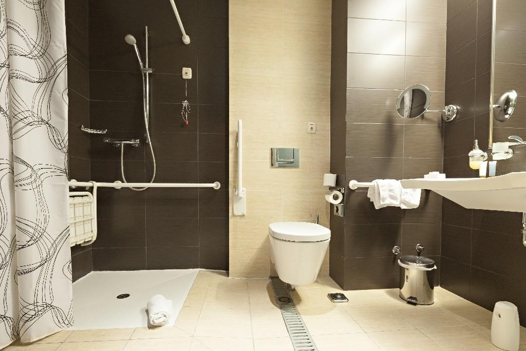 Toutes les informations à savoir sur une salle de bain PMR à Paris 15ème | Aux Bâtisseurs Parisiens