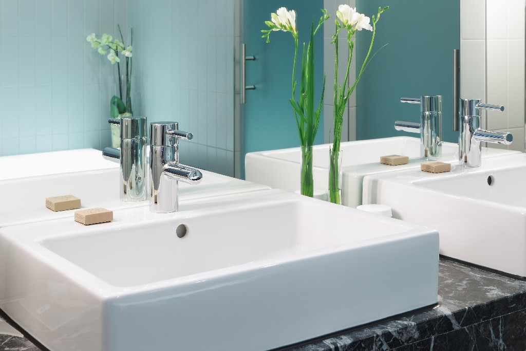 Les conseils à suivre pour une pose de vasque de salle de bain à Paris 15e | Aux Bâtisseurs Parisiens