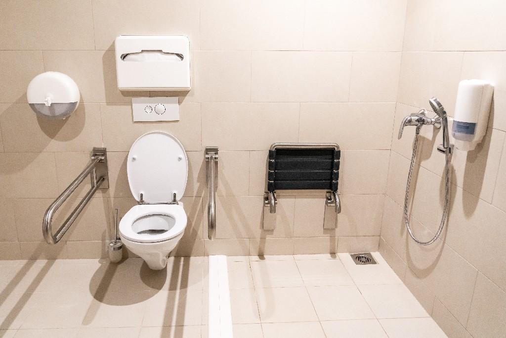 équipements de salle de bain PMR à Paris 15e | Aux Bâtisseurs Parisiens