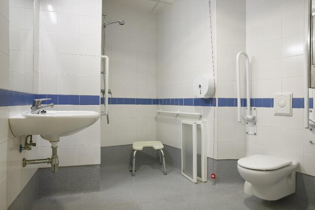 pose de lavabo PMR à Paris 15e | Aux Bâtisseurs Parisiens