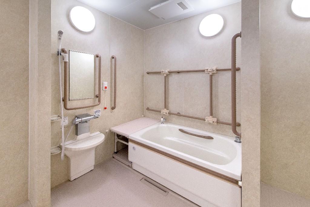 pose de baignoire à porte près de Paris 15e | Aux Bâtisseurs Parisiens