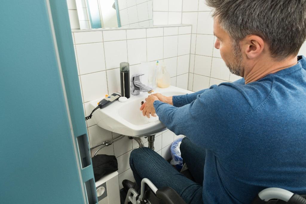 pose de lavabo PMR près de Paris 15e | Aux Bâtisseurs Parisiens